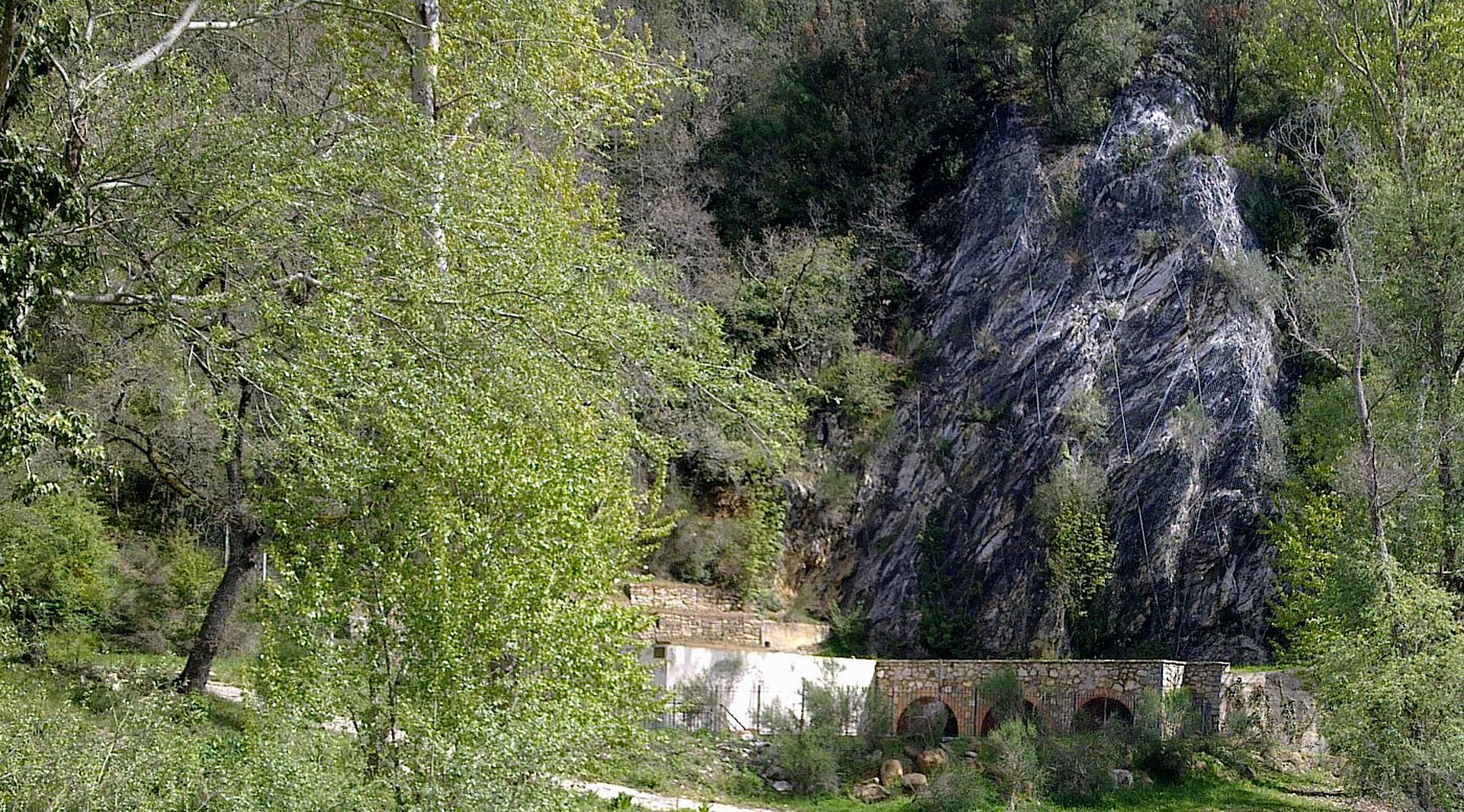 From Todi to Orvieto, through Spoleto and Parrano: discovering the natural Umbrian caves